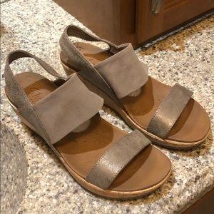 Sketchers Luxe Foam Sandals